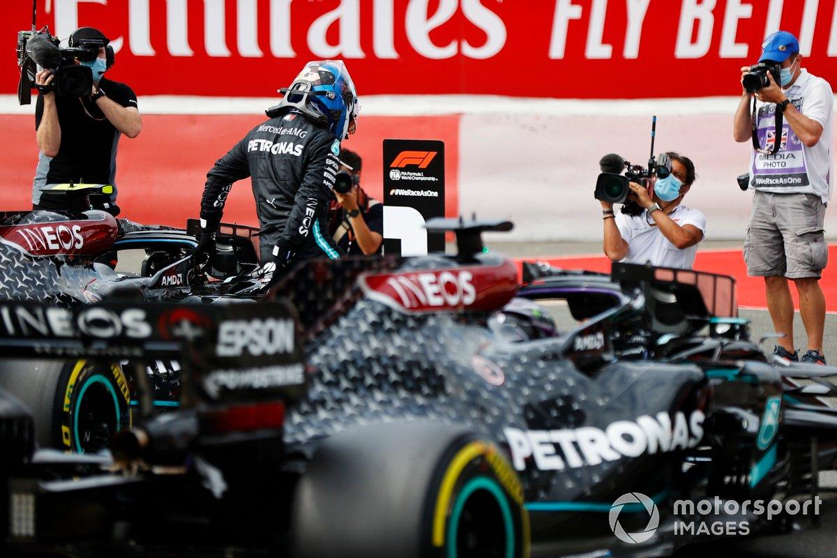 Il Pole Sitter Valtteri Bottas, Mercedes AMG F1 festeggia nel Parc Ferme