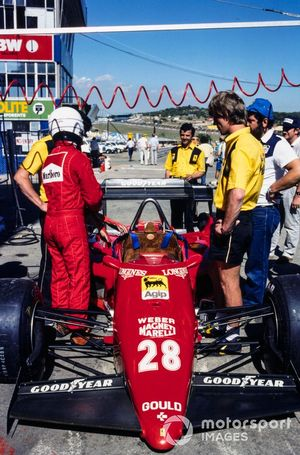 René Arnoux beside his Ferrari 126C4