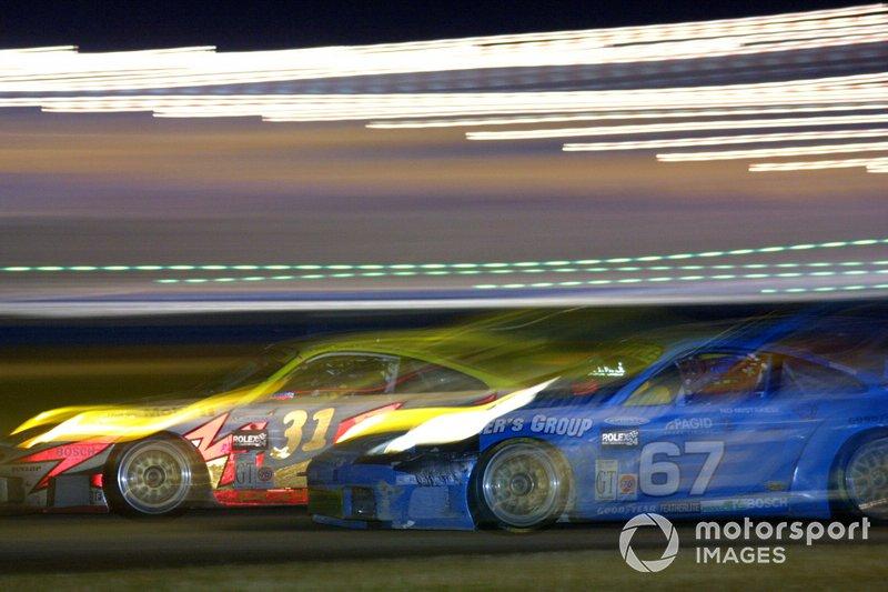 Daytona 24 2001: Lucas Luhr, Randy Pobst, Mike Fitzgerald, Christian Menzel, Porsche 911 GT3-RS, en Don Kitch, Dave Parker, Dave Gaylord, Mike Oberholtzer, Porsche 911 GT3-R