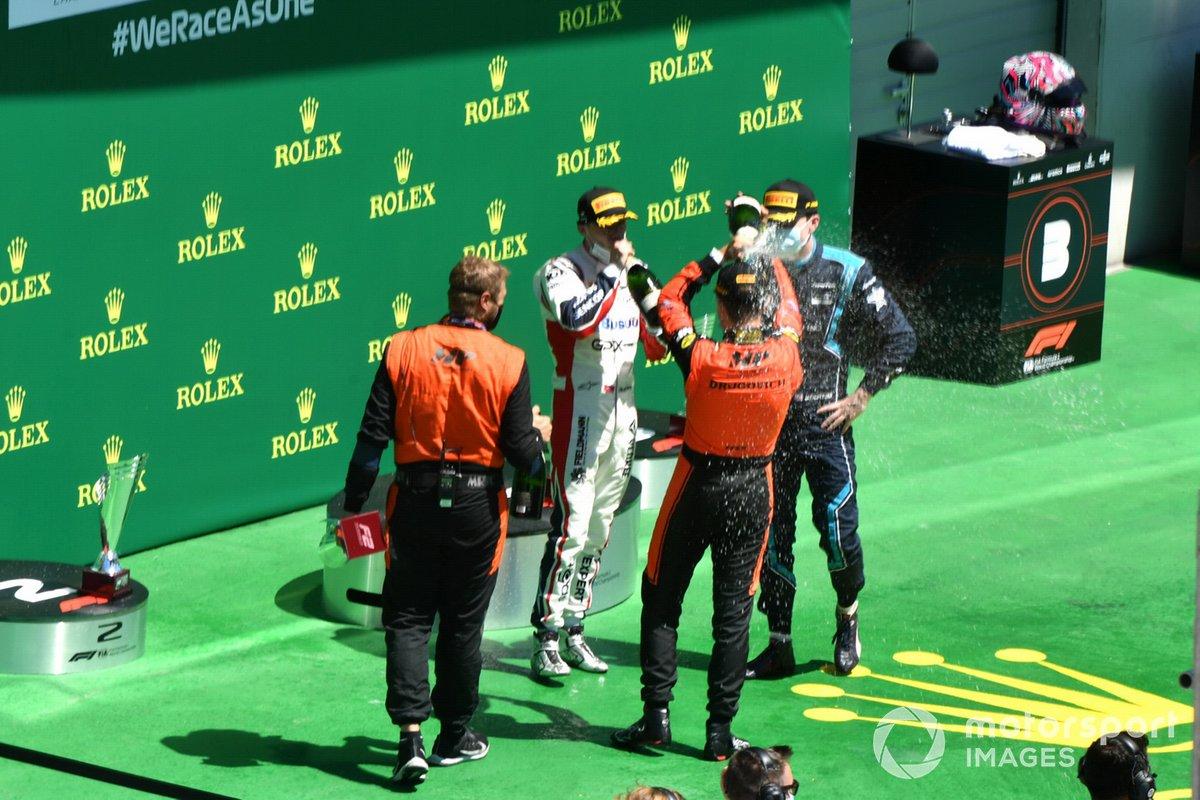 Podio: Felipe Drugovich, MP Motorsport, ouis Deletraz, Charouz Racing System, y Dan Ticktum, Dams