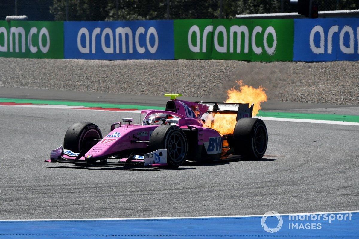Le fiamme nel retotreno della macchina di Giuliano Alesi, HWA Racelab