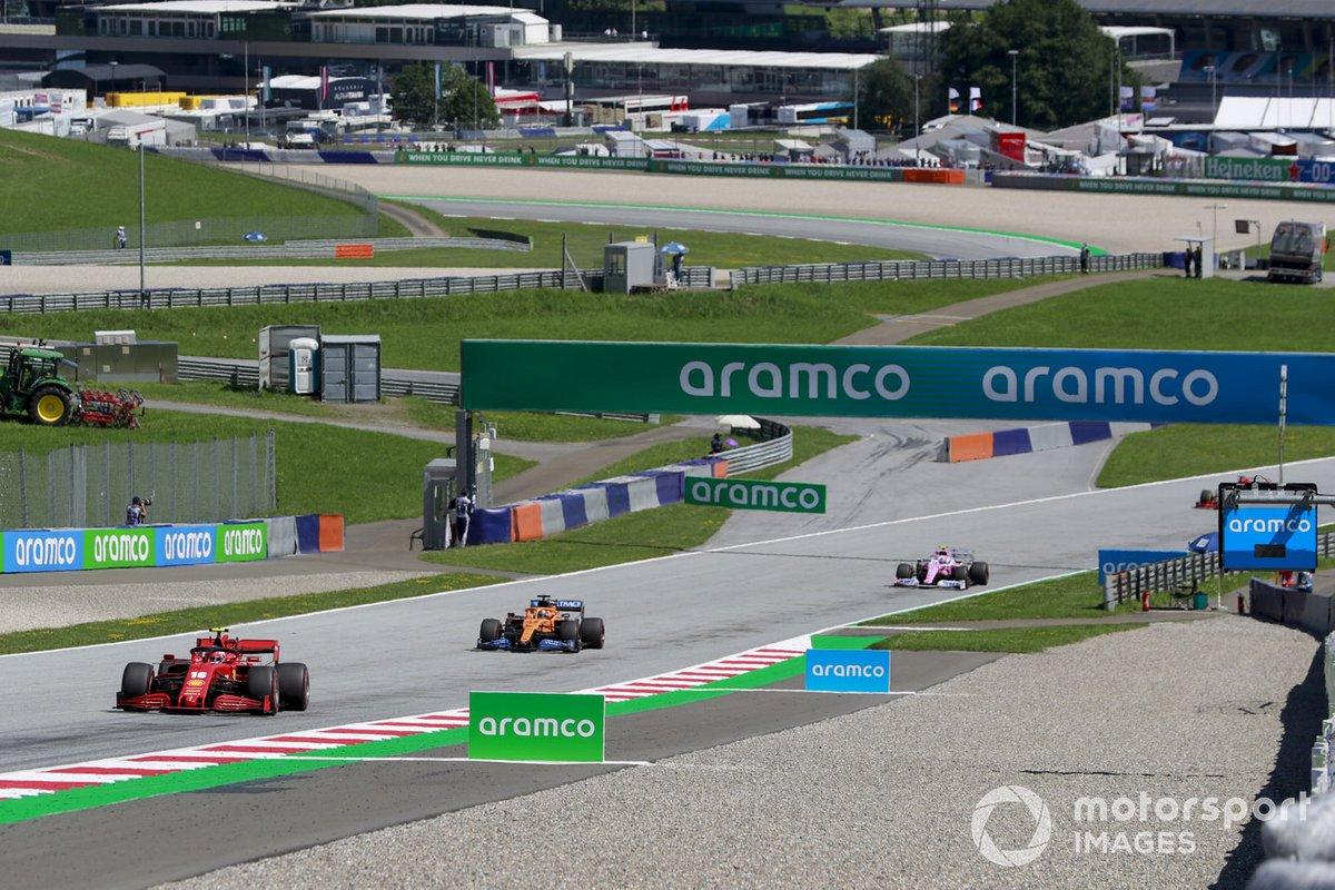 Charles Leclerc, Ferrari SF1000, Carlos Sainz Jr., McLaren MCL35, en Lance Stroll, Racing Point RP20