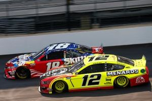 Kyle Busch, Joe Gibbs Racing, Toyota Camry Skittles Red White & Blue, Ryan Blaney, Team Penske, Ford Mustang Menards/Atlas