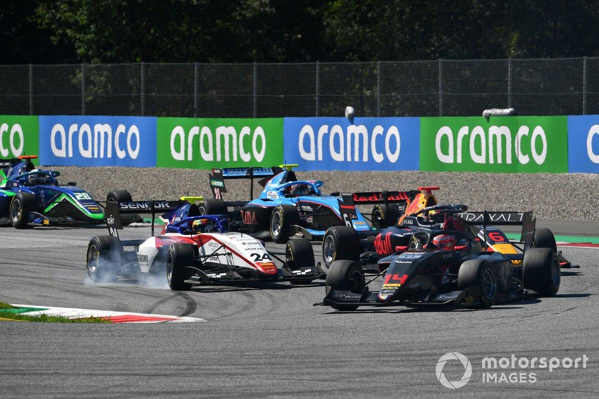 Enzo Fittipaldi, HWA Racelab, precede Igor Fraga, Charouz Racing System, e Dennis Hauger, Hitech Grand Prix