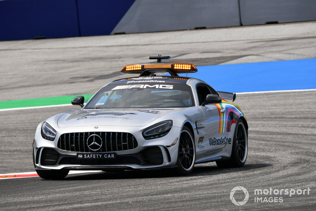 Safety Car con el logo de We Race As One