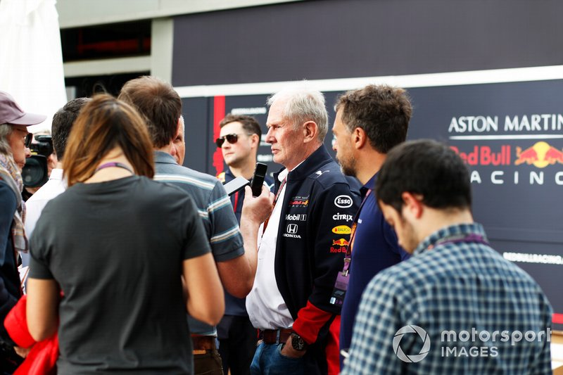 Helmut Marko, Consultant, Red Bull Racing, met de media