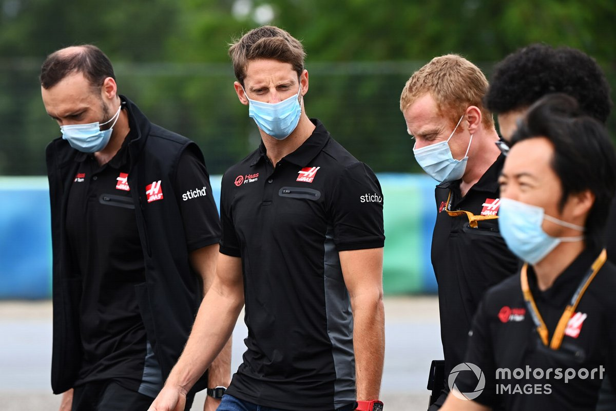 Romain Grosjean, Haas F1, walks the track with colleagues including Ayao Komatsu, Chief Race Engineer