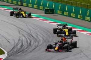 Alex Albon, Red Bull Racing RB16, leads Esteban Ocon, Renault F1 Team R.S.20, and Daniel Ricciardo, Renault F1 Team R.S.20