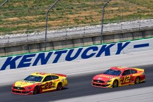 Joey Logano, Team Penske, Ford Mustang Shell Pennzoil and Ryan Blaney, Team Penske, Ford Mustang Advance Auto Parts