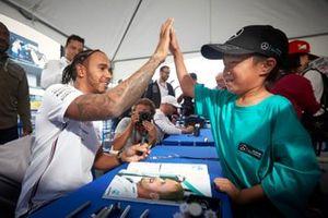 Lewis Hamilton, Mercedes con un fan
