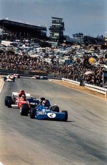 François Cevert, Tyrrell 002 Ford leads Ronnie Peterson, March 721 Ford