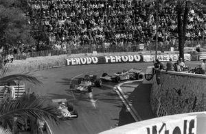 Denny Hulme, McLaren M14A Ford leads Jochen Rindt, Lotus 49C Ford and Henri Pescarolo, Matra MS120