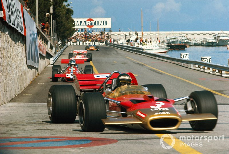 Jochen Rindt, Lotus 49C Ford leads Piers Courage, De Tomaso 308 Ford