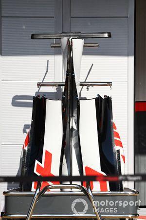 Carrosserie Haas VF-20 dans la voie des stands