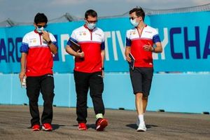 Alex Lynn, Mahindra Racing walks the track with members of his team