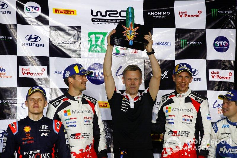 Podio: il vincitore Sébastien Ogier, Julien Ingrassia, Toyota Gazoo Racing WRT Toyota Yaris WRC, Kaj Lindström