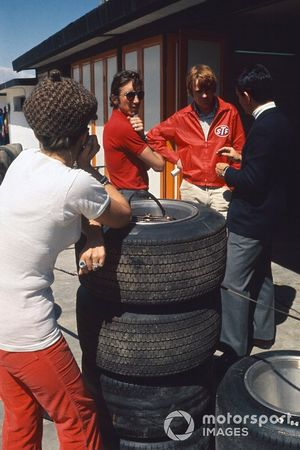 Jo Siffert,March 701-Ford, in converstation with Max Mosley, Commercial Director in the pits