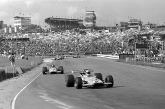Denny Hulme, Mclaren M14A lidera el equipo de Bruce Mclaren