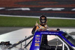 Race winner Chase Elliott, GMS Racing Chevrolet iRacing