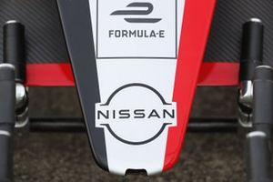 La voiture de l'équipe Nissan e.Dams au stand