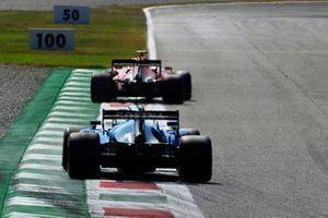 Carlos Sainz Jr., Ferrari SF21, Nicholas Latifi, Williams FW43B
