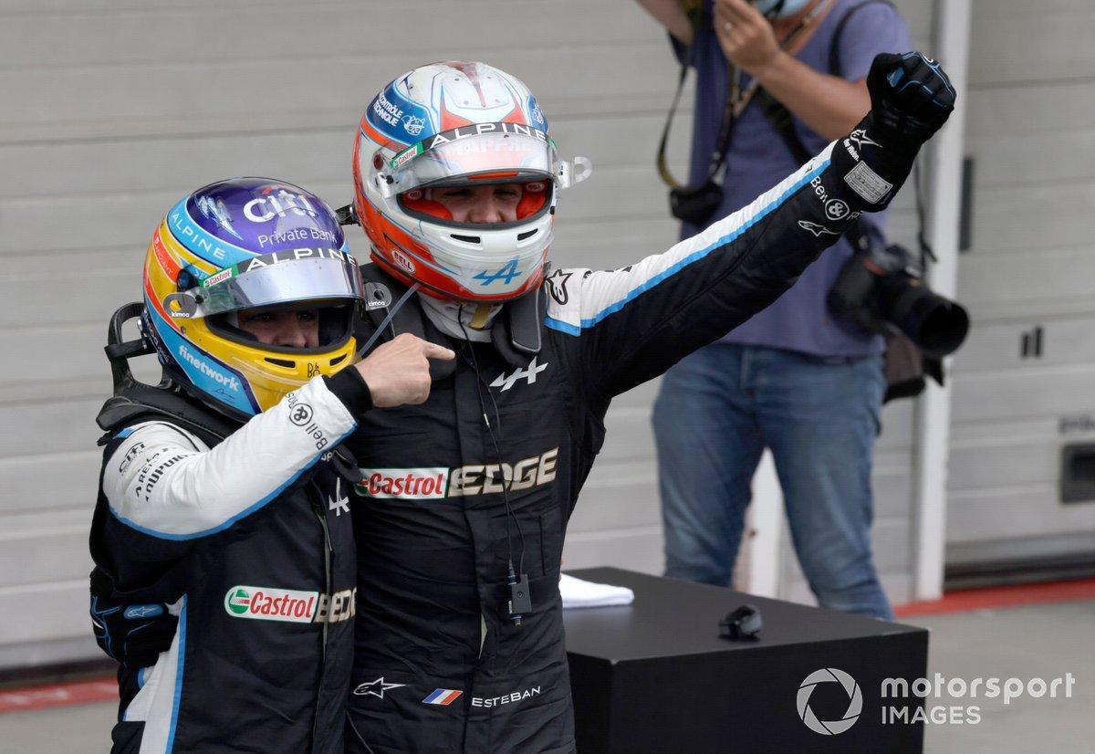 Fernando Alonso, Alpine F1, y Esteban Ocon, Alpine F1