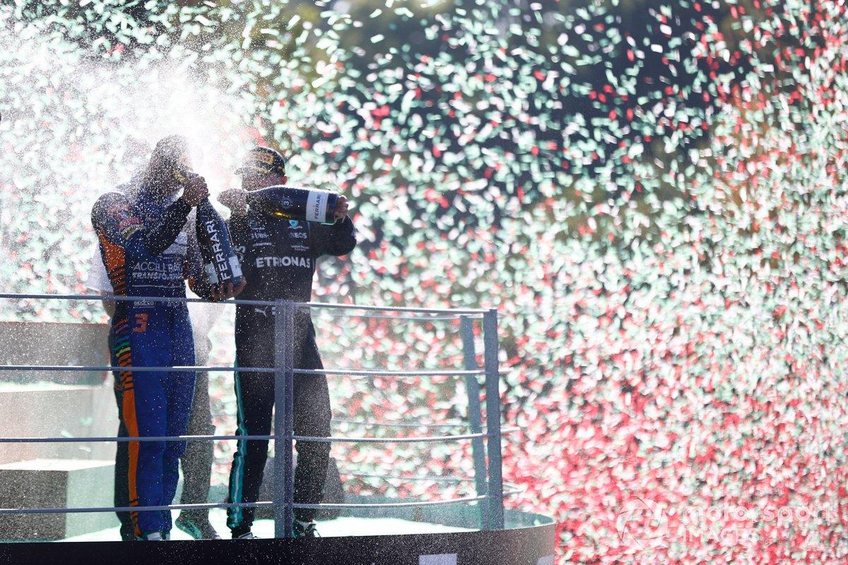 Daniel Ricciardo, McLaren Valtteri Bottas, Mercedes festeggiano sul podio