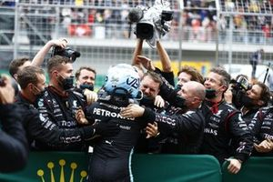 Valtteri Bottas, Mercedes, 1st position, celebrates with his team on arrival in Parc Ferme
