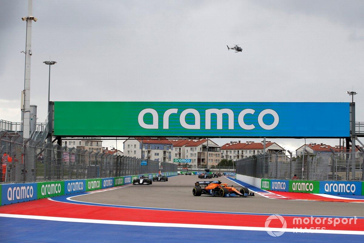 Lando Norris, McLaren MCL35M, George Russell, Williams FW43B, e Lance Stroll, Aston Martin AMR21