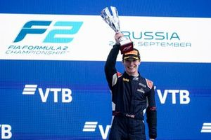 Dan Ticktum, Carlin, 1st position, with his trophy