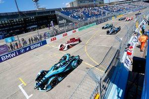 Tom Blomqvist, NIO 333, NIO 333 001, Sergio Sette Camara, Dragon Penske Autosport, Penske EV-5, Nyck de Vries, Mercedes-Benz EQ, EQ Silver Arrow 02, al inicio
