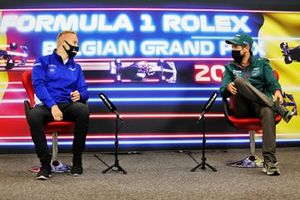 Nikita Mazepin, Haas F1, en Sebastian Vettel, Aston Martin, in de persconferentie