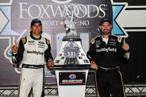 1. Aric Almirola, Stewart-Haas Racing, mit Mike Bugarewicz