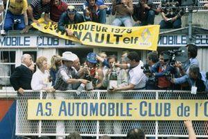 Didier Pironi, Jean-Pierre Jaussaud, Renault Sport, Renault-Alpine A442B sur le podium