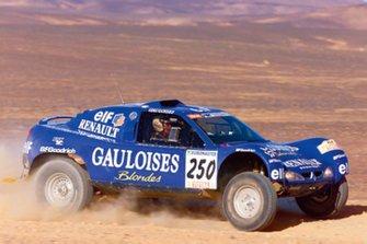 #250 Jean-Louis Schlesser, Henri Magne, Buggy-Mégane Schlesser-Renault X 301, alla Tappa 1 della Dakar 2000