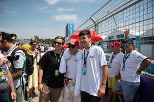 Felipe Massa, Venturi takes a photo with VIPs on the grid