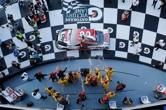 Gara vinta da Erik Jones, Joe Gibbs Racing, Toyota Camry Sports Clips