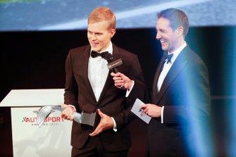 Отт Тянак получает приз в номинации «Раллист года»