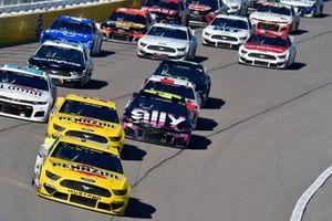 Ryan Blaney, Team Penske, Ford Mustang Menards/Pennzoil, Joey Logano, Team Penske, Ford Mustang Pennzoil