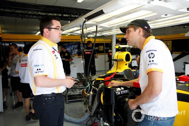 Vitaly Petrov, Renault F1 Team, con Eric Boullier, Team Principal, Renault F1 Team, al GP d'Europa del 2010
