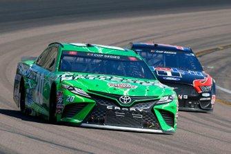 Erik Jones, Joe Gibbs Racing, Toyota Camry Interstate Batteries, Clint Bowyer, Stewart-Haas Racing, Ford Mustang Mobil 1 / HAAS CNC