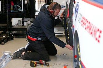 Tanner Gray, DGR-Crosley, Ford F-150 Ford Ford Performance crew member