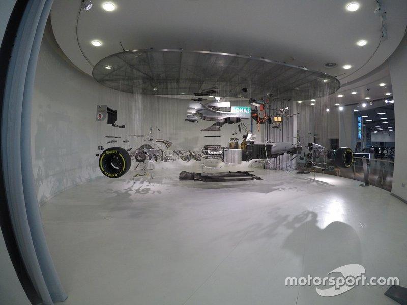 Egy alkotóelemeire szedett Mercedes