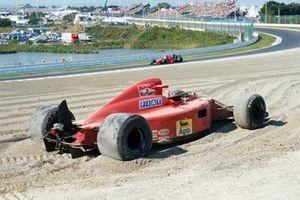 El monoplaza de Alain Prost, Ferrari 641 en la grava