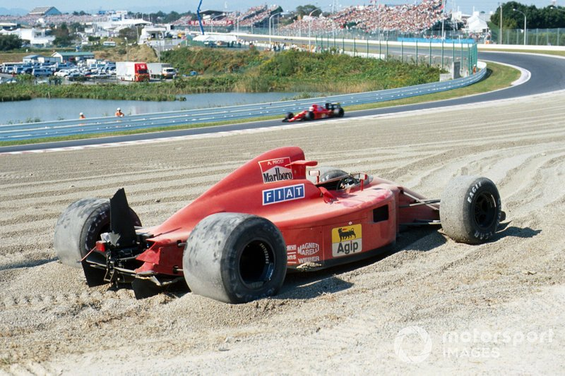 La voiture accidentée d'Alain Prost, Ferrari 641 in the gravel