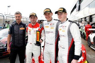Ganador de la pole #31 Frikadelli Racing Team Porsche 911 GT3 R: Dennis Olsen, Mathieu Jaminet, Nick Tandy