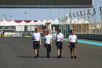Lando Norris, McLaren, camina por el circuito