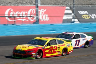 Joey Logano, Team Penske, Ford Mustang Shell Pennzoil, Denny Hamlin, Joe Gibbs Racing, Toyota Camry FedEx Ground