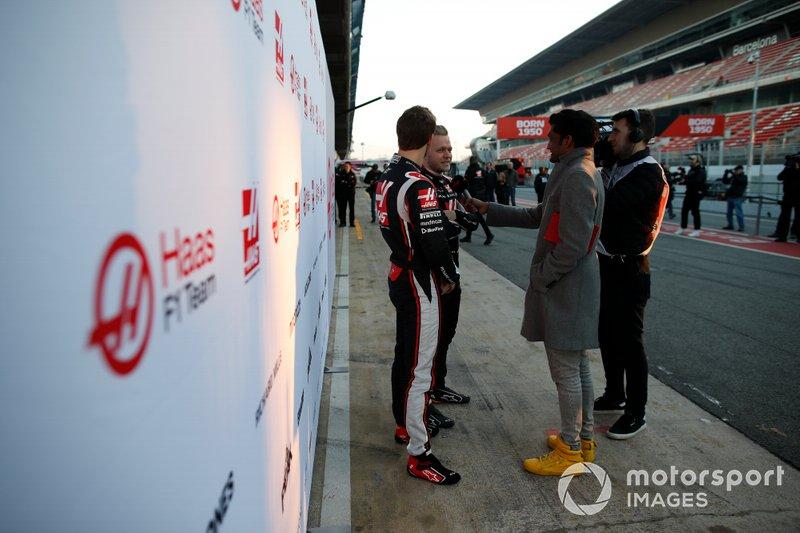 Kevin Magnussen, Haas F1 Team et Romain Grosjean, Haas F1 Team, parlent à la presse
