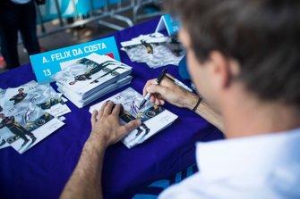 Antonio Felix da Costa, DS Techeetah, signs autographs